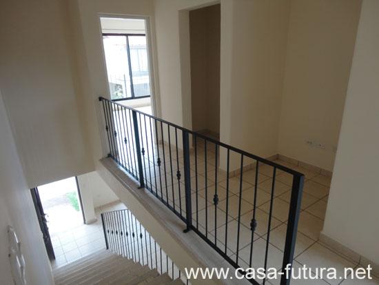 6 pasillos segundo piso for Modelo de casa segundo piso