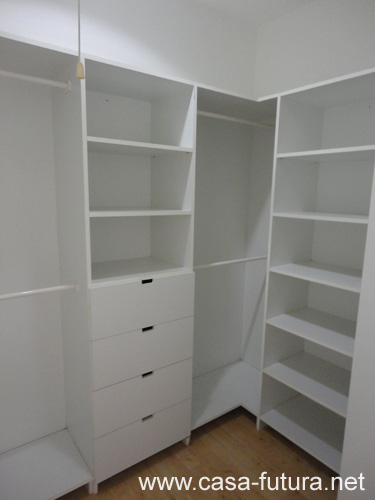 5 dormitorio principal walk in closet vacio for Modelos de closets para dormitorios
